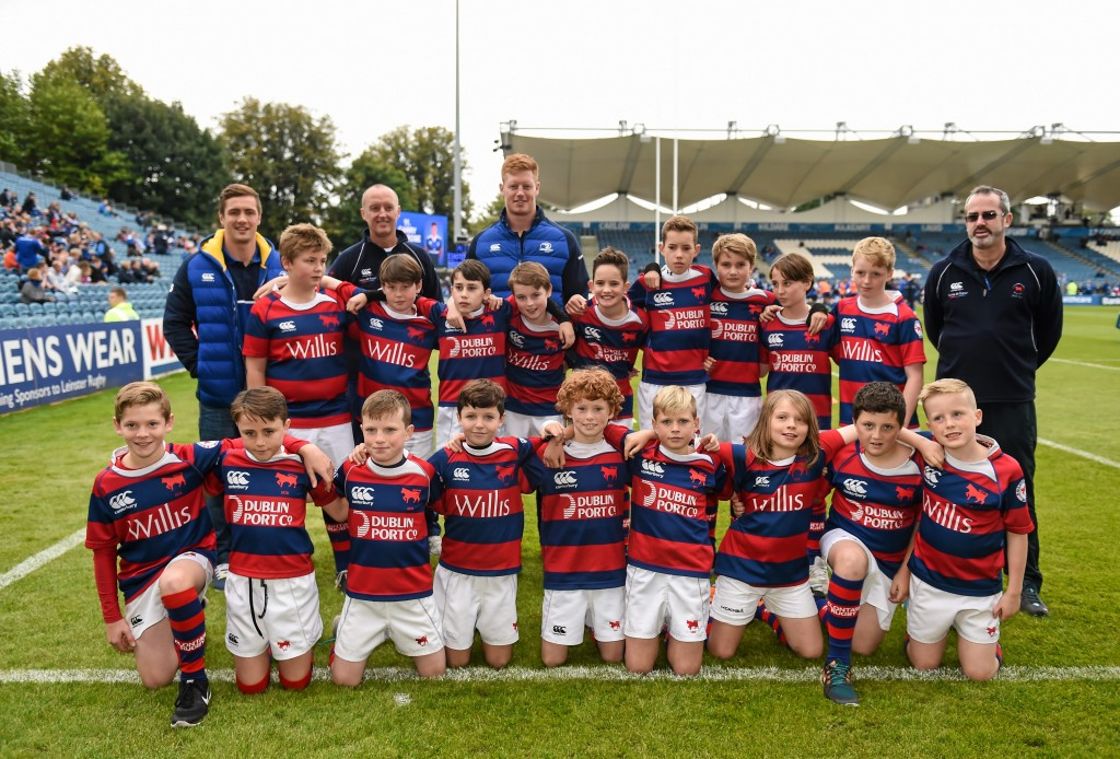 3 October 2015; The Clontarf RFC team with Leinster's Tom Denton and Colm O'Shea at the Guinness PRO12, Round 3, clash between Leinster and Newport Gwent Dragons at the RDS, Ballsbridge, Dublin. Picture credit: Stephen McCarthy / SPORTSFILE *** NO REPRODUCTION FEE ***